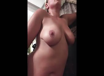 Short video of the wifey getting some dick and cream pie