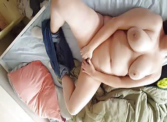 Masturbating Chubby Horny BBW