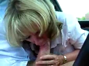 Cheating wife sucking off her lover during lunch break