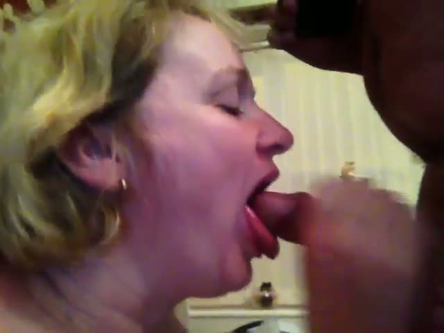 Amateur suck huge white dick and takes a load to the face