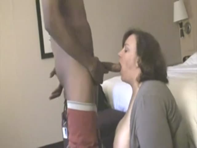 Swinging milf threesome