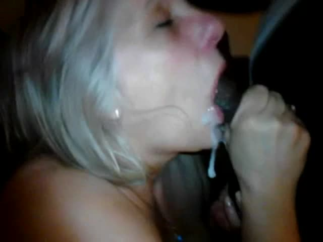 Mature wife sucking bbc
