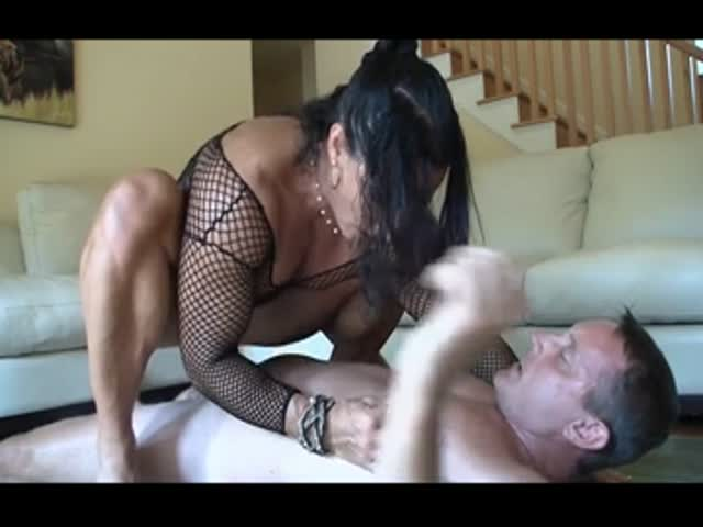 Kissing lips and fingering pussy by guy