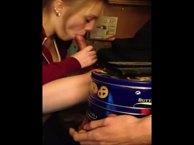 Cute Young Amateur College Girl Sucking With Mouth Cumshot At