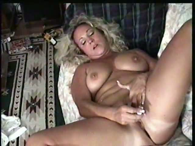 Playing with milfs pussy