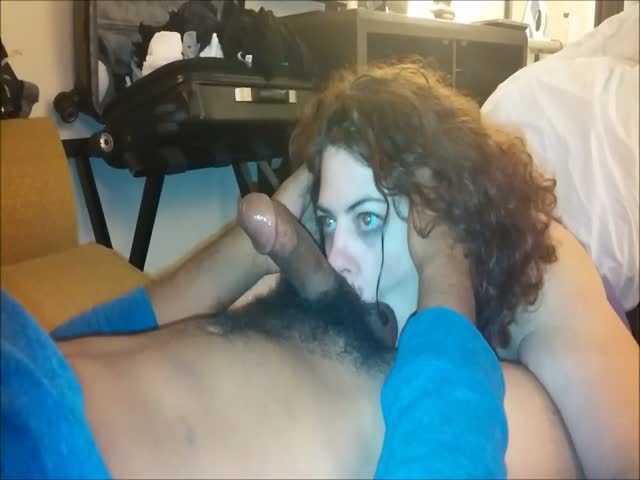 Milf gives blow job to bf