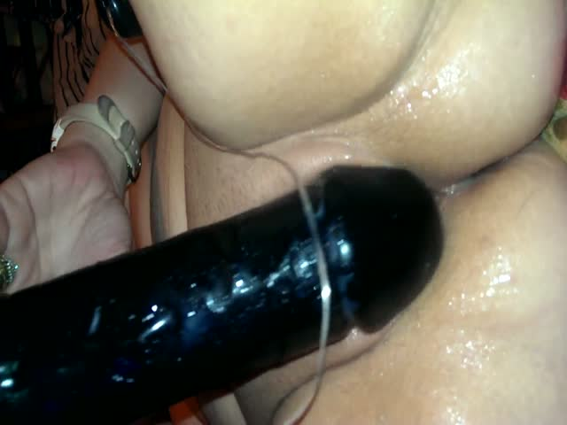 Ssbbw gets that dildo in deep