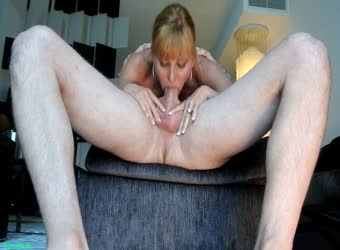 Amateur wife gives unbelievable satisfying deepthroat
