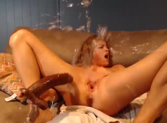 Squirting pussy fun on her cam at home - XVIDEOSCOM