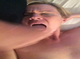Milf gets a cumshot in her eye