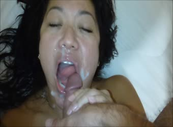 Asian milf gets big nut on her face