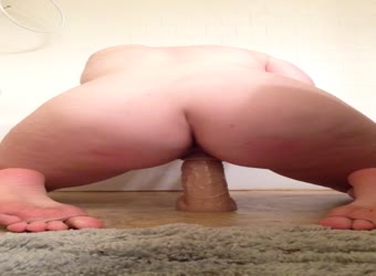 Meaty ass teen rides her dong