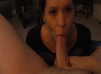 Slutty girlfriend gives a swallowing blowjob