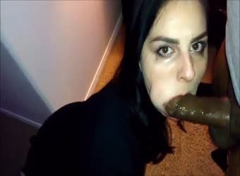 Businesswoman likes to deepthroat sloppy BBC after work