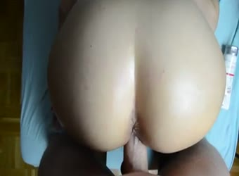 Big butt big cock long distance cumshot