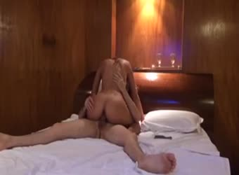 Great ass girlfriend knows how to ride