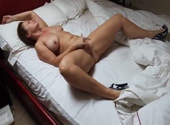 Wife bating til she reaches climax