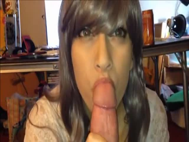 Trans Girl Sucking A Huge Cock With Facial