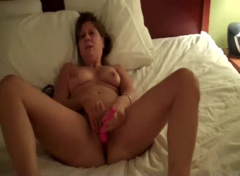 Maryland Milf playing her pussy