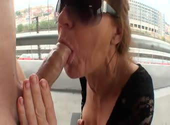Mature lady parking lot blowjob and facial