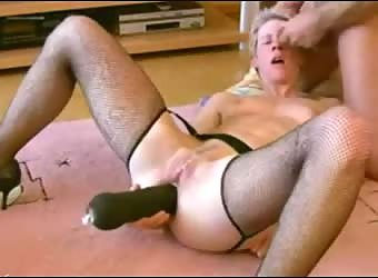 Regular housewife with dildo