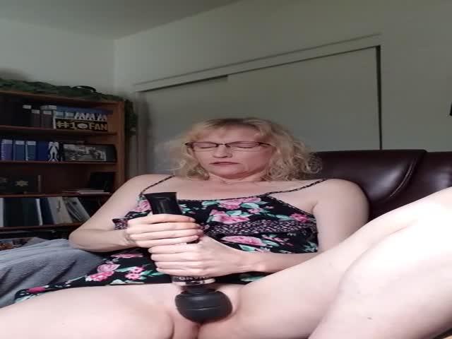Latina Makes Herself Cum