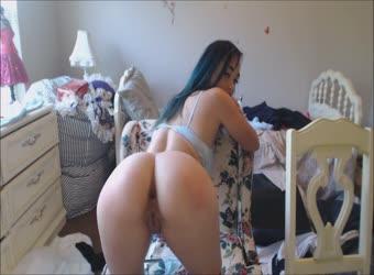 Superhot model fucks her dildo on cam