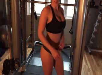 Amazing buffed girl fucked in her gym