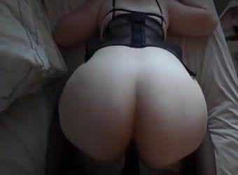 Hot pawg takes it deep from black man