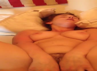 Chunky college girlfriend has real homemade sex
