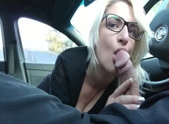 British bird loves sucking cock in the car