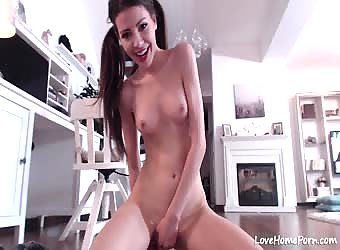 Babe With Super Hot Ass Fuck Herself