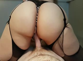 Huge big ass reverse cowgirl creampie