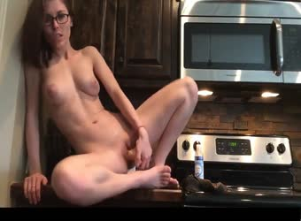 Slutty brunette masturbates and cums on kitchen counter