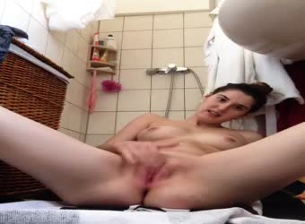 Teen fingers her pussy in bathroom for privacy