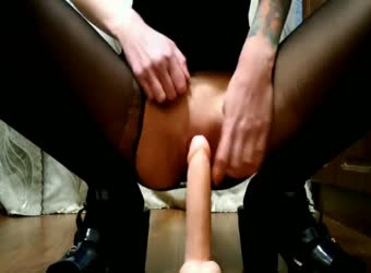 Teen cums on big dildo