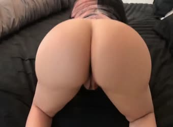 Big booty pawg shows off her glorious ass skills