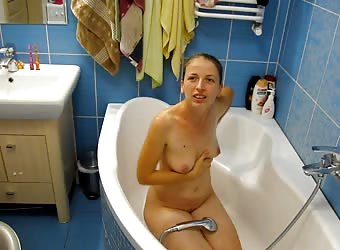 Naked amateur slut in the bathtube