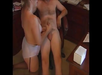 Mature mom handjob and cumshot at home