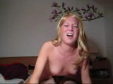 Amateur blonde gives a nice oily