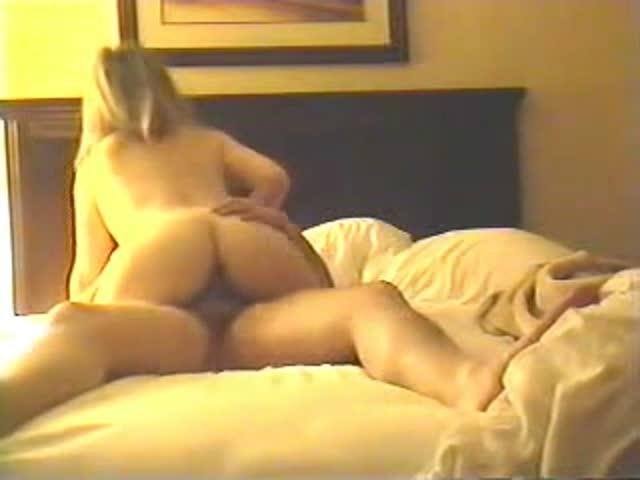 Homemade Chubby Wife Threesome