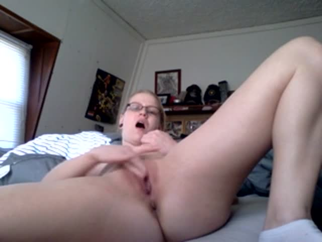 Girl friend masturbates