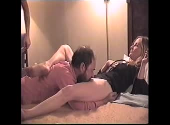 Cuckold bi-hubby takes his wife to a motel