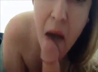 Hot girlfriend gives a blowjob and swallows cum