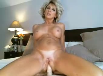 Sexy 46yo milf doing a private cam show