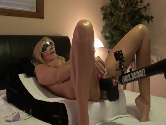 Ebony Using Sex Machine