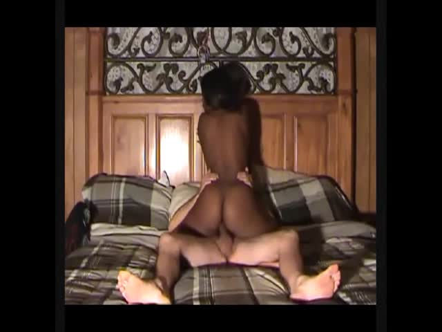 ladies Sexy squat ebony vid
