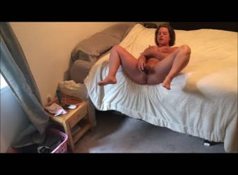 Beautiful Voluptuous Girl Cant Stop Making Herself Cum