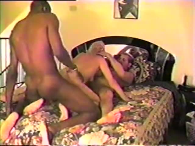 Amateur 2 Wives Threesome