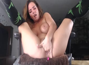 Busty Babe Hard Fucking Her Pussy And Creaming